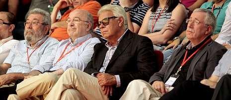 Méndez, Almunia, González y Toxo, ayer en el congreso de los socialistas.