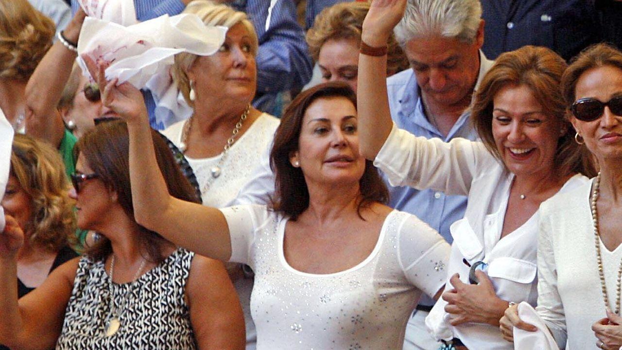 Díaz Ayuso: «Hoy empieza todo, desde luego para mí».El ministro de Fomento en funciones, José Luis Ábalos, durante su visita este jueves a las obras de la estación de cercanías de Nuevos Ministerios (Madrid)