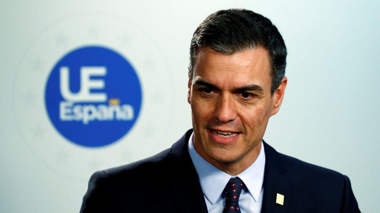 El presidente del Gobierno en funciones, Pedro Sánchez, se prodiga más ante la prensa en el extranjero (en la foto, en Bruselas, el 2 de julio) que en España