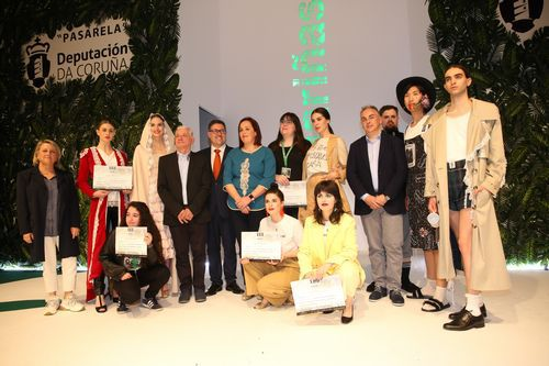 Creadores premiados y algunos de los modelos con sus diseños