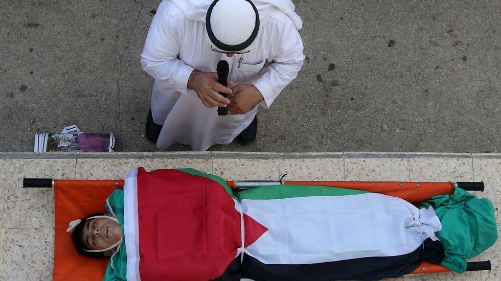 Funeral por la muerte a manos del ejército israelí del palestino de 18 años Huzeifa Othman Suleiman.