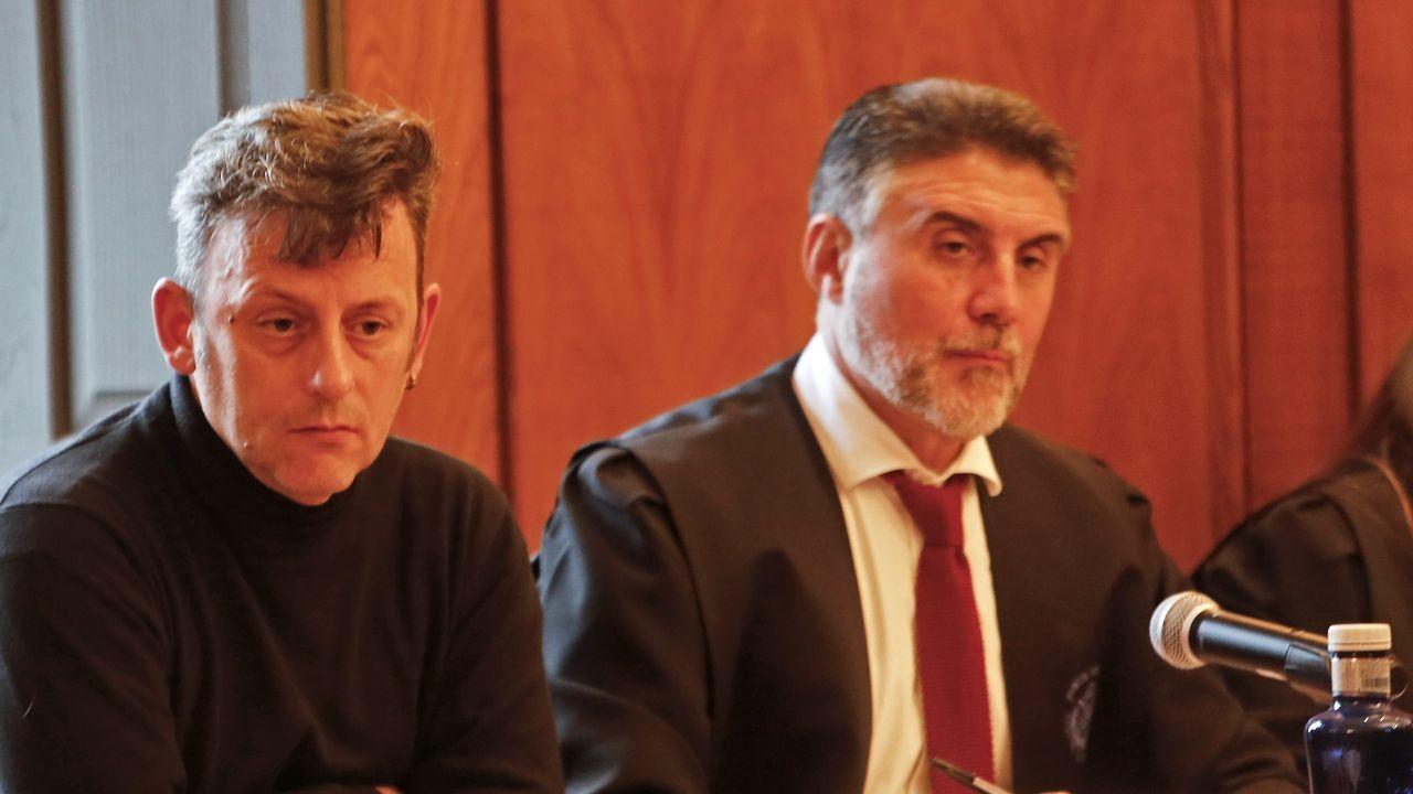 Pedro Sánchez conversando este sábado en A Toxa con Moreno Bonilla y con Feijoo