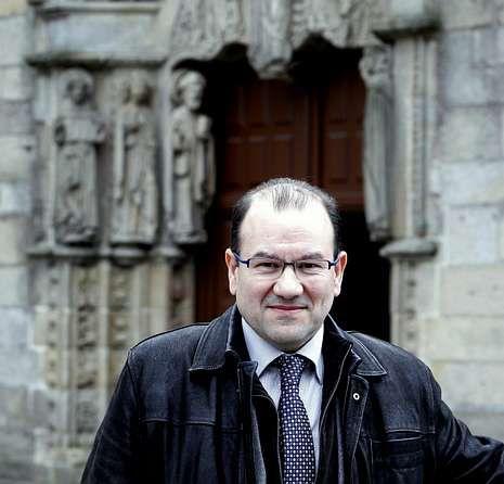 Antonio López es catedrático de Dereito.