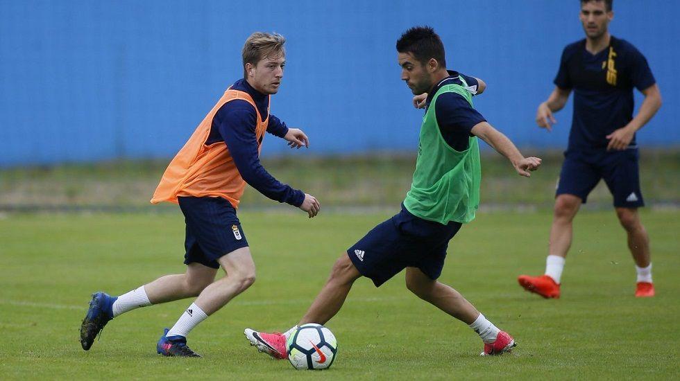 Cortina y Diegui en un entrenamiento, con Ortiz al fondo