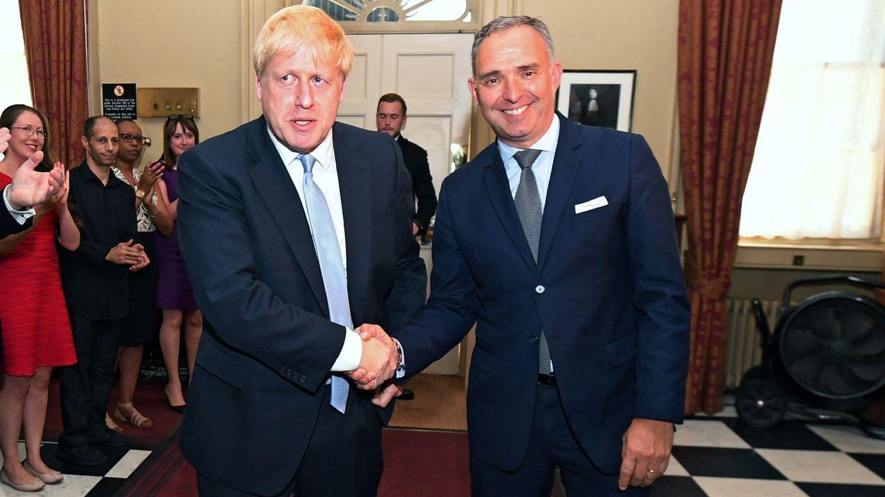 El primer ministro británico, Boris Johnson y su asesor de seguridad Mark Sedwill, en una imagen de archivo