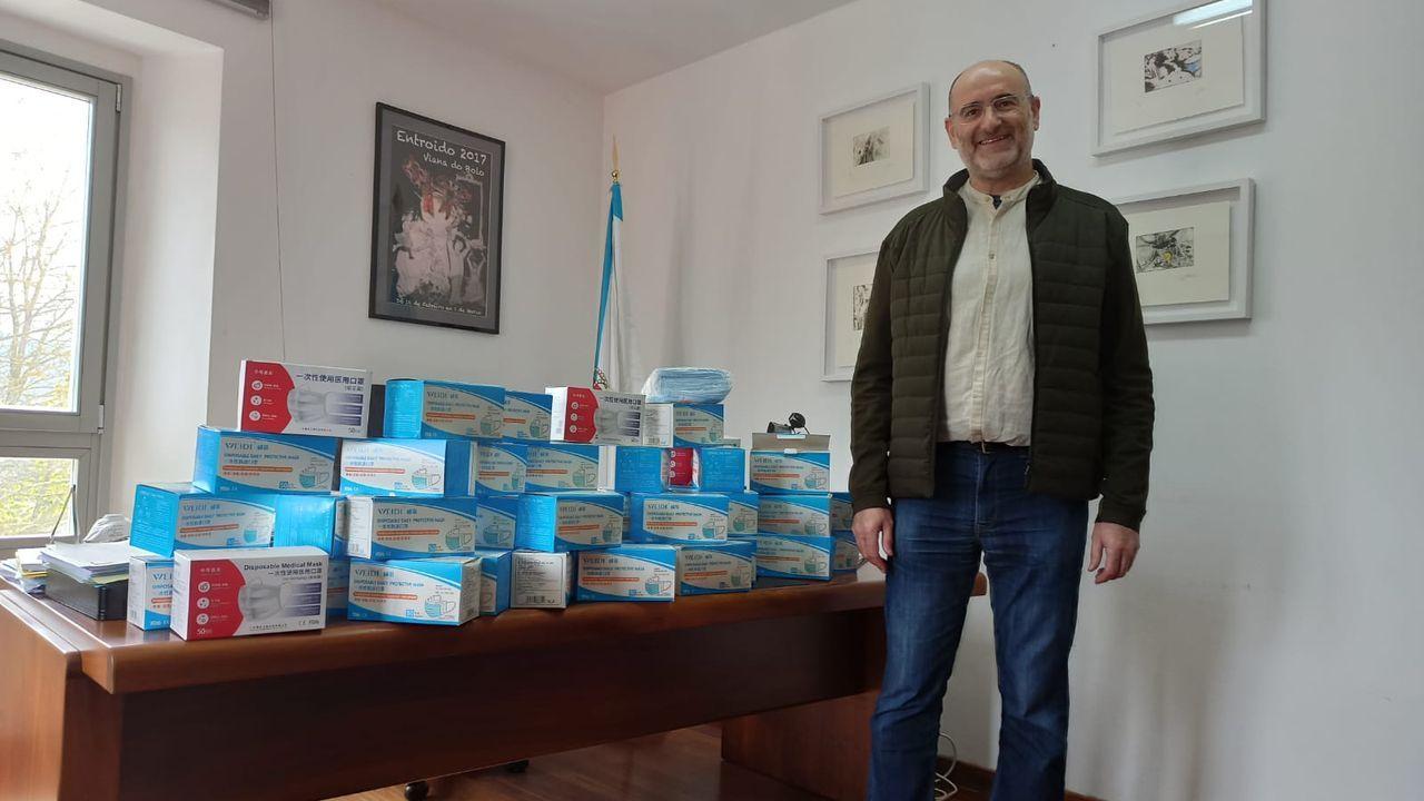 Vídeo por el día del libro del CEIP Curros Enríquez de Celanova.El alcalde del Viana, junto al pedido de material de protección