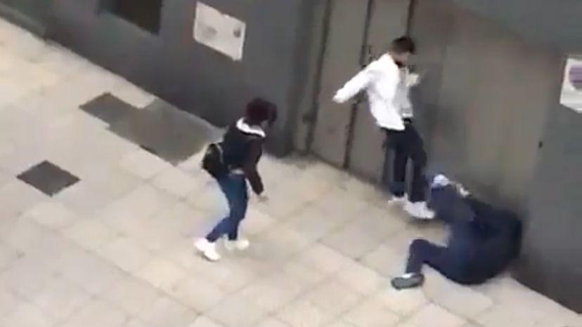 Un abogado de Oviedo recibe una brutal paliza de un maltratador.Helicóptero del SEPA
