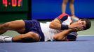 Carlos Alcaraz celebra su victoria ante el griego Tsitsipas en el Abierto de Nueva York