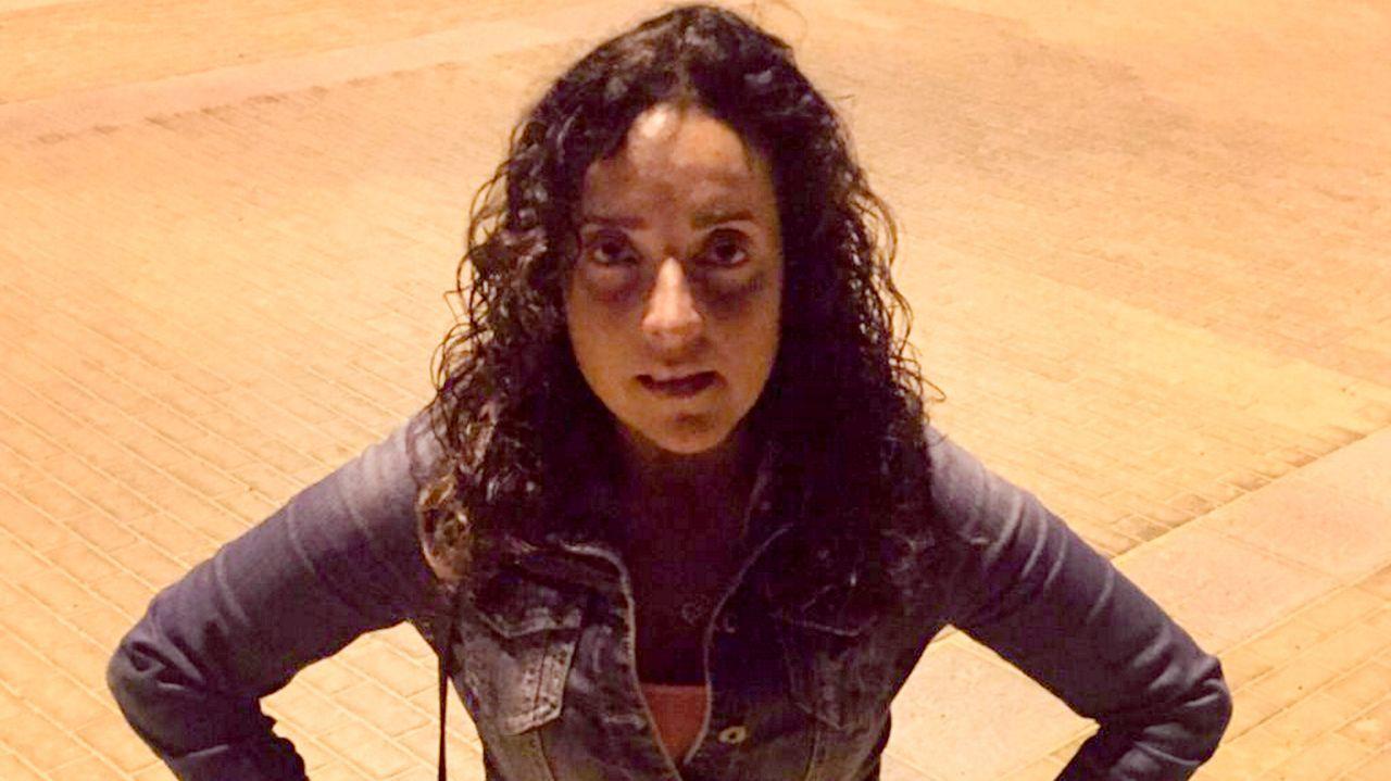 Concentración en repulsa por el asesinato de Soledad Rey.Montse García continúa en cuarentena y espera que la semana próxima pueda reabrir la peluquería