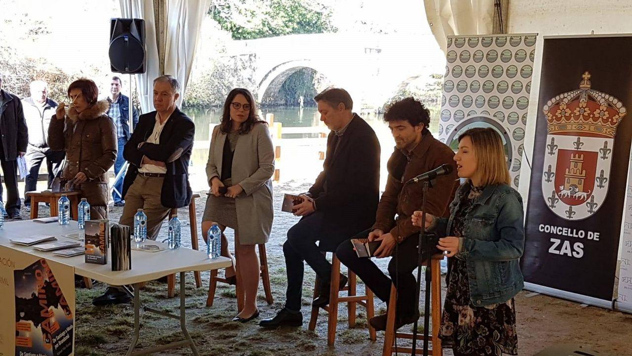 Manuel Vilar presentó recientemente su guía  Camiño de Santiago a Muxía, por Brandomil
