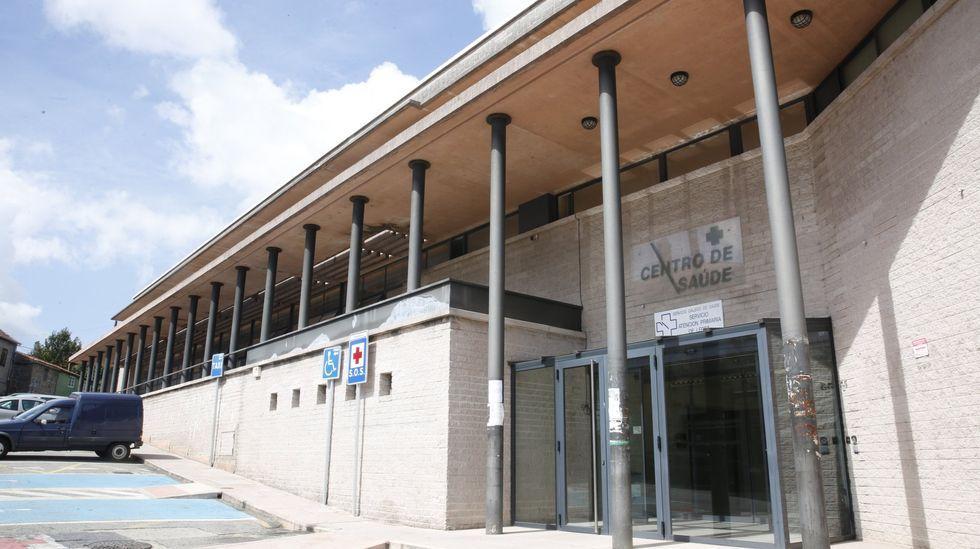 Entrada del servicio de urgencias del hospital Montecelo, en Pontevedra, centro que tiene este sábado 67 pacientes covid en planta y 13 graves en las unidades de críticos