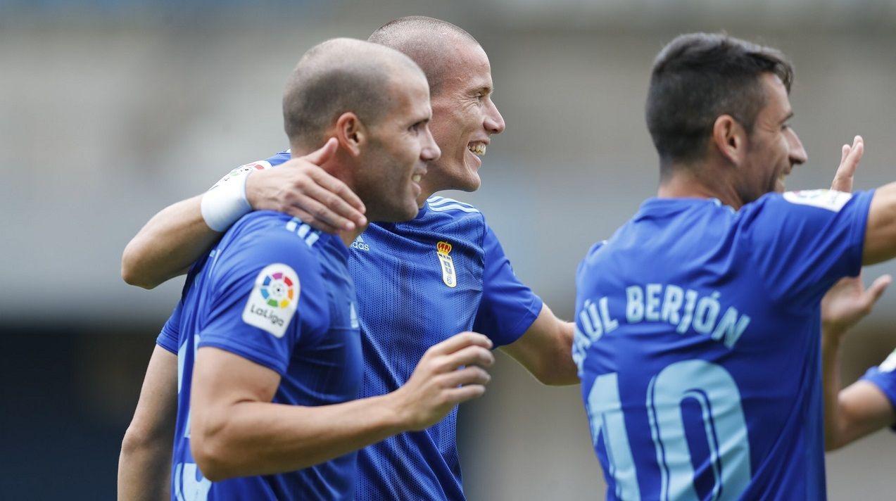Ortuño celebra con Lolo y Saúl Berjón su gol ante el Alavés