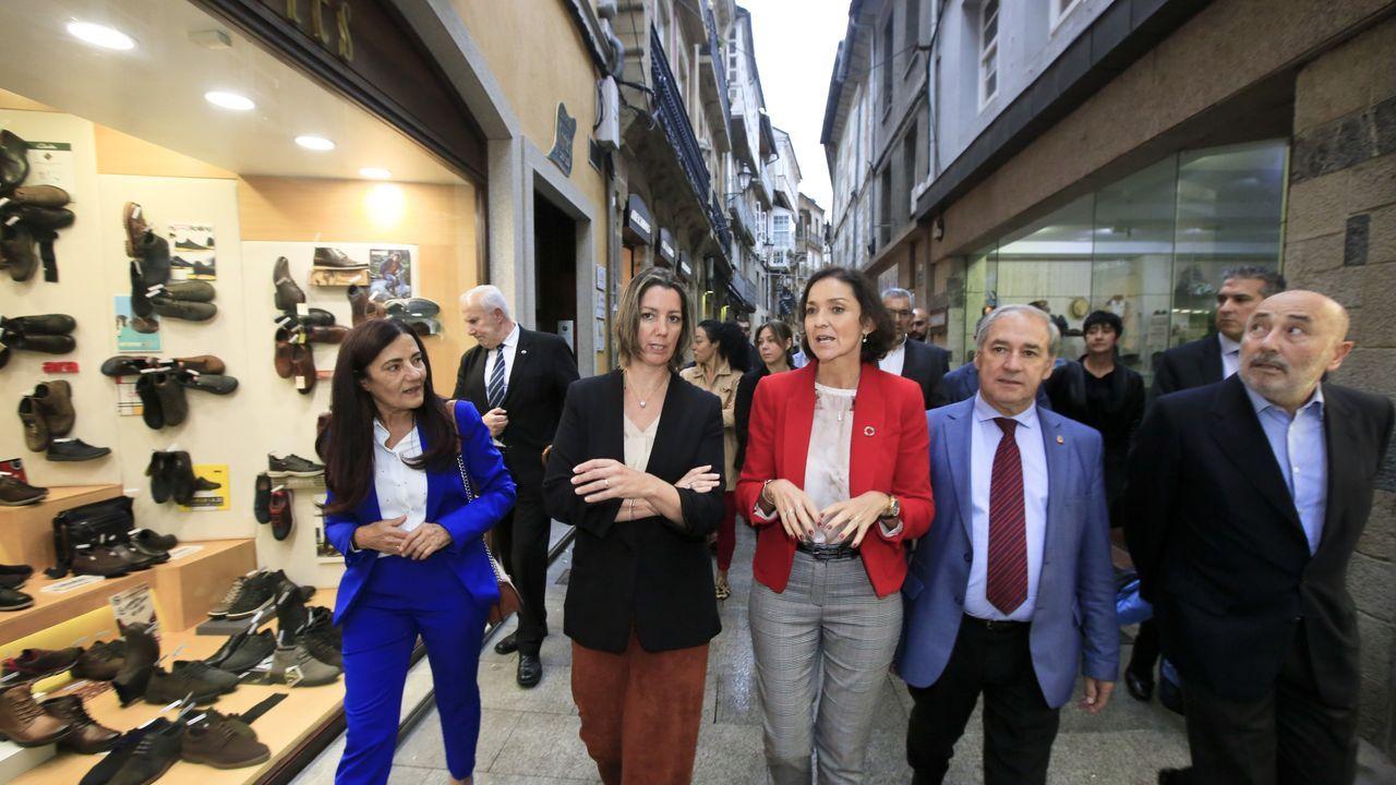 La ministra Reyes Maroto visita Lugo.Estantes reservados para los tintos de la ribera del Sil en el Centro do Viño da Ribeira Sacra