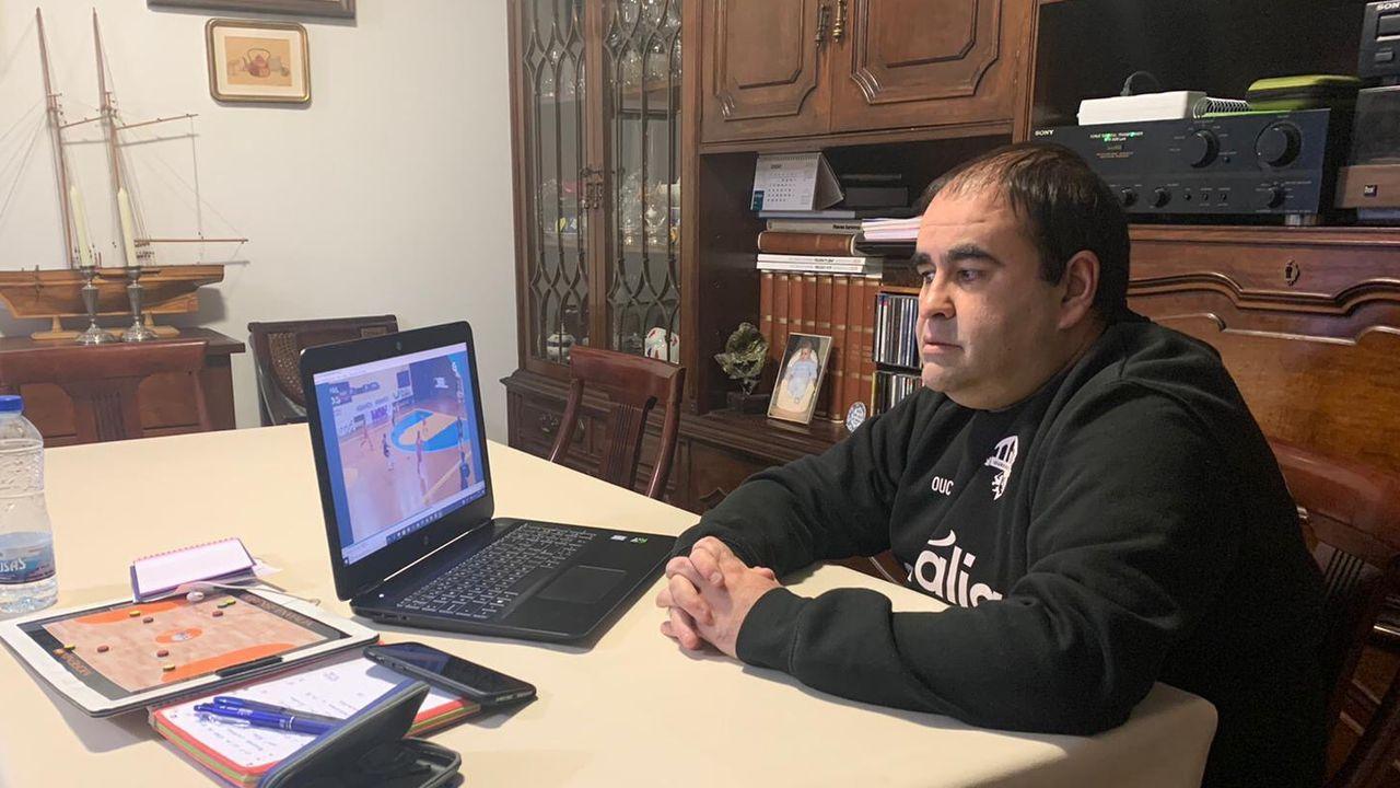 Gonzalo Iglesias, Morenín, trabajando en su casa durante el confinamiento