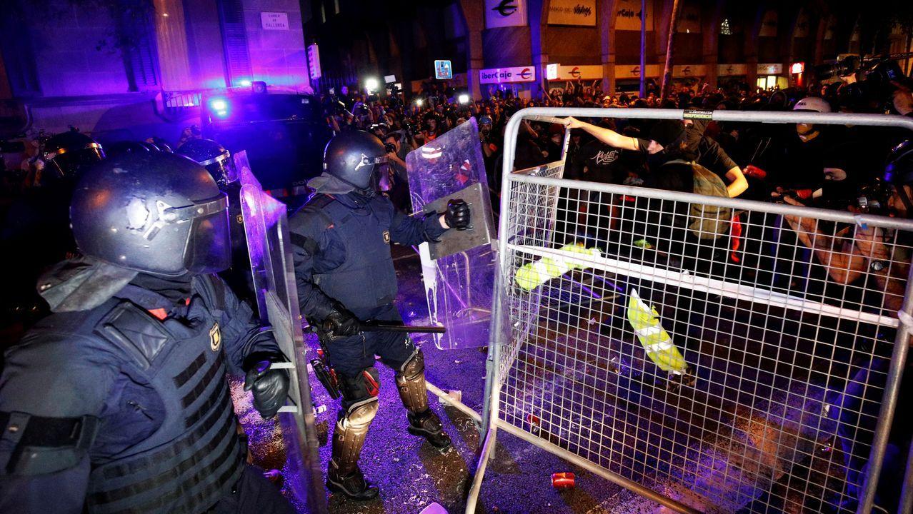 «Grupos violentos coordinados» en las capitales catalanas.El alcalde de Ourense, Pérez Jácome