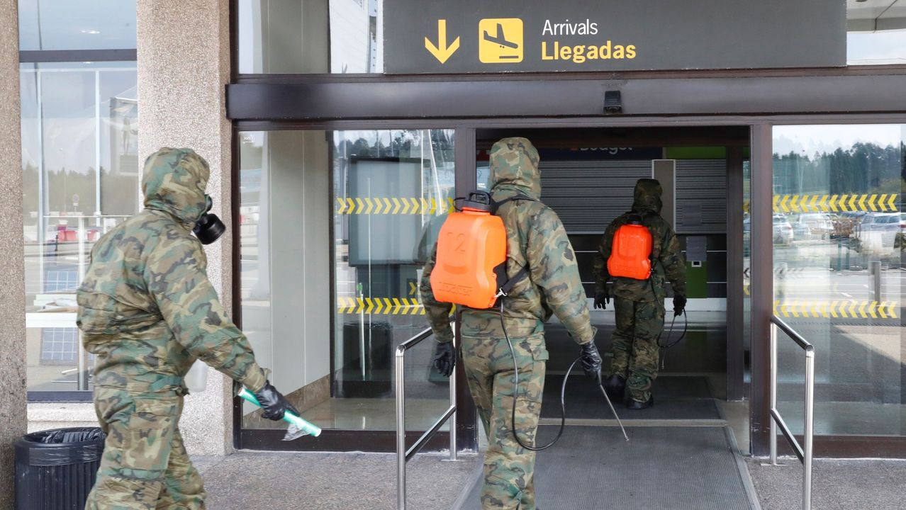 pasajero, autobús, bus, Asturias.Efectivos del Ejército de Tierra realizan labores de desinfección este viernes en el Aeropuerto de Asturias.