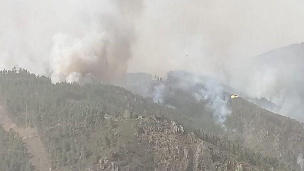 Las fotos del incendio de Marcelle, en Monforte.Los medios aéreos tratan de contener el avance del incendio en Marcelle