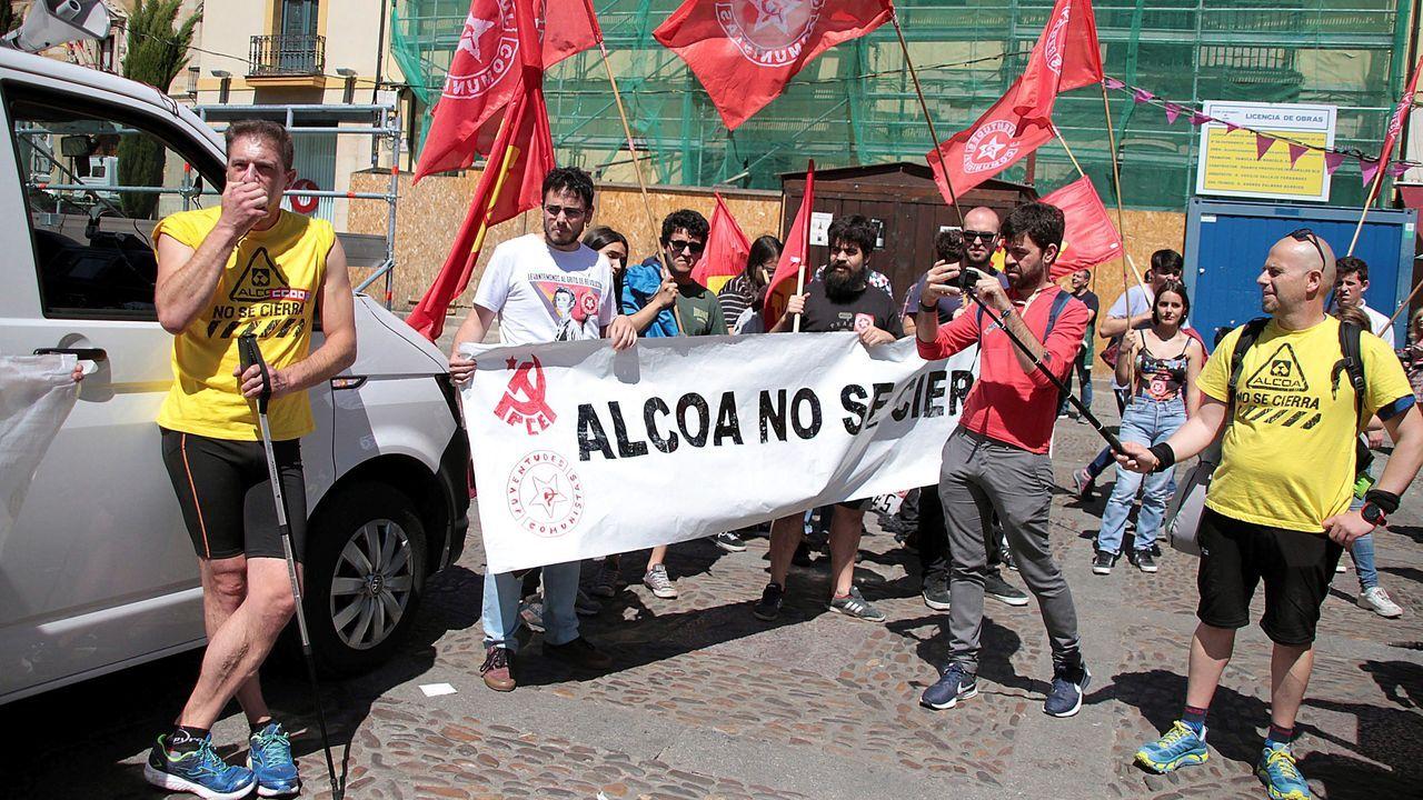 Trabajadores de Alcoa este sábado, tras llegar a la León la Marcha del Aluminio