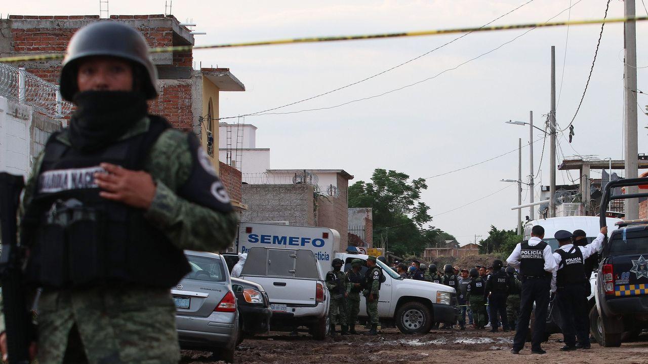 Despliegue de las fuerzas de seguridad en la zona donde fueron asesinados 26 jóvenes en el municipio de Irapuato