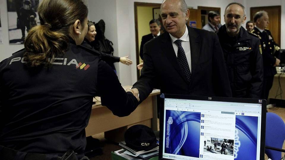 El ministro del Interior, Jorge Fernández Díaz, durante su visita a la Dirección General de la Policía Nacional