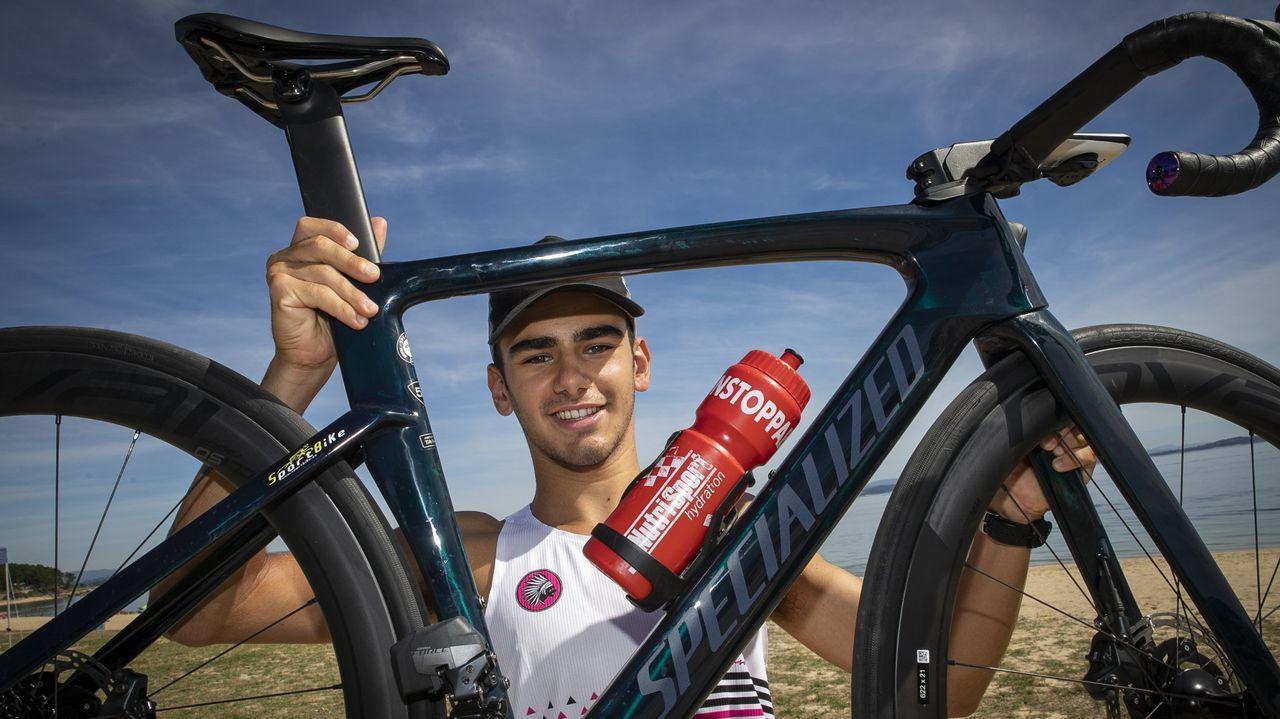 Sueiras dejó la natación dos años después de empezar Fisioterapia y ahora da rienda suelta a su vena deportiva con la bici