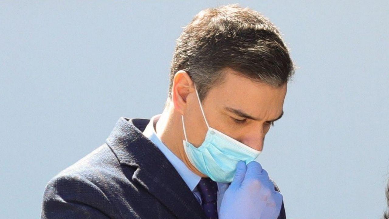 Pedro Sánchez, con mascarilla y guantes en su visita a una empresa en Madrid
