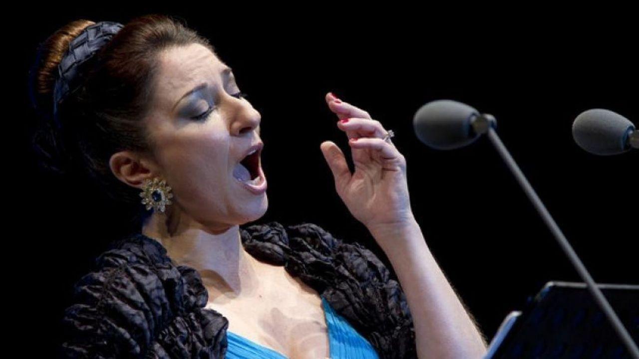 Lotería de Navidad: La historia de Pilar y Félix.La soprano Radvanovsky homenajea en su recital gallego a la cantante Montserrat Caballé, fallecida en el 2018