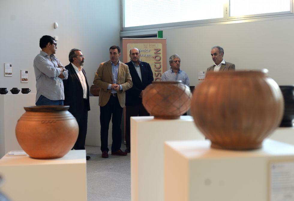 ¿Cómo ver las Perseidas?.Román Rodríguez salientou a importancia do conxunto de pezas cerámicas da mostra.