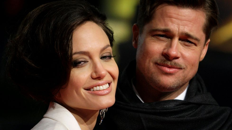 ¿Pertenece Angelina Jolie a los Illuminati?.Brad Pitt, junto a tres de sus hijos, en una imagen de septiembre de este año.