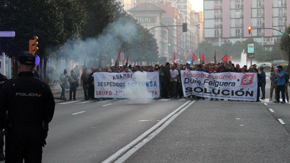La sede de Duro Felguera.Trabajadores de Duro Felguera se manifiestan en Gijón