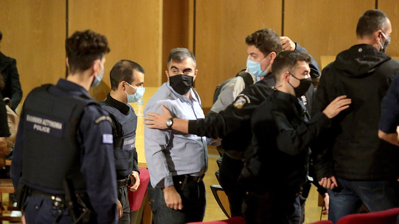 Miembros de Amanecer Dorado durante el juicio celebrado en Atenas
