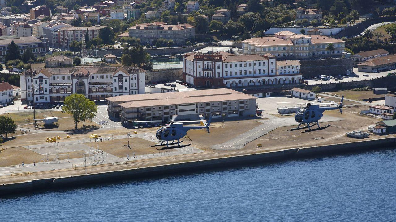 Practicas de vuelo en helicóptero de los alumnos de laEscuela Naval