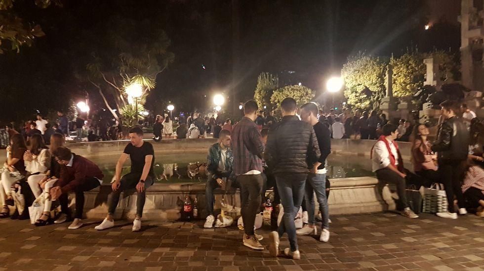 Una noche de botellón en Méndez Núñez, en imágenes