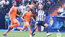 Lucas, entre Carlos Hernández y Yuri, en el Ponferradina-Oviedo