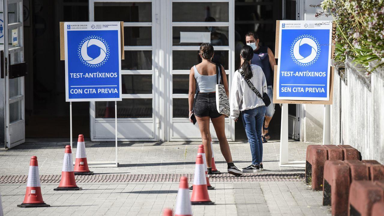 En el IES Sánchez Cantón de Pontevedra se realizaron este sábado test de antígenos con y sin cita