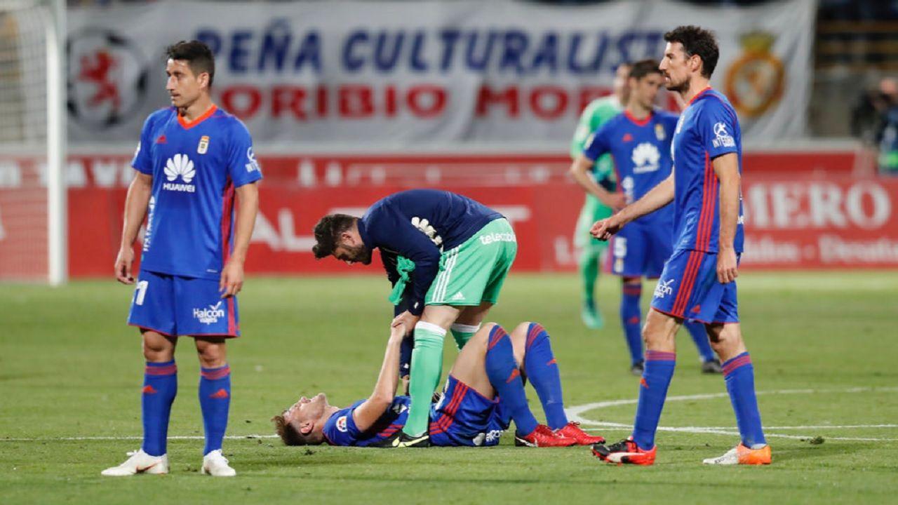 Carlos Hernandez Juan Carlos Saul Berjon Toche Cultural Real Oviedo Reino de Leon.Los futbolistas azules, tras la derrota en Leon