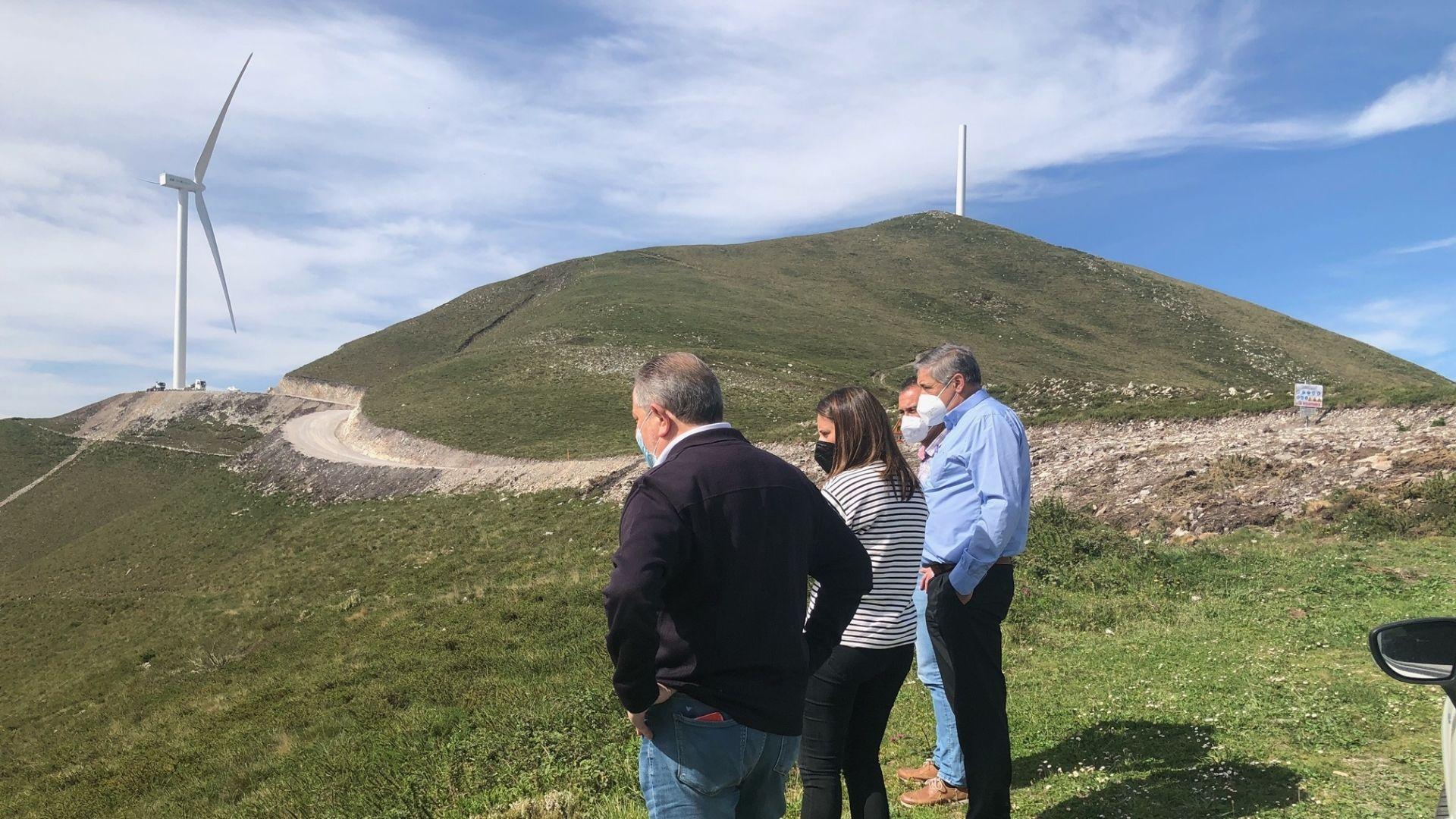 Visita de IU a los parques eólicos del alto de Brañúas