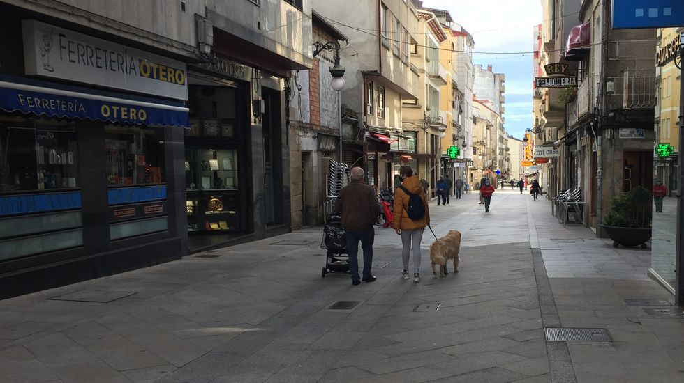 Protesta en Verín por la decisión de la Xunta de mantener el cierre del municipio pese a bajar la incidencia del covid-19.La hostelería podrá reabrir sus puertas en O Carballiño mañana