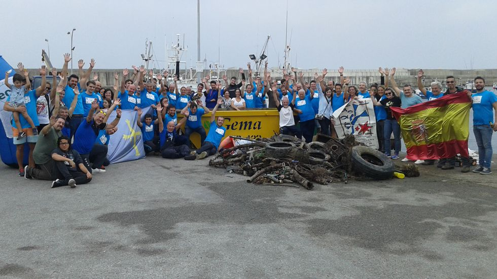 Voluntarios recogen 1.500 tonelada de basura en el litoral asturiano.Guardia Civil