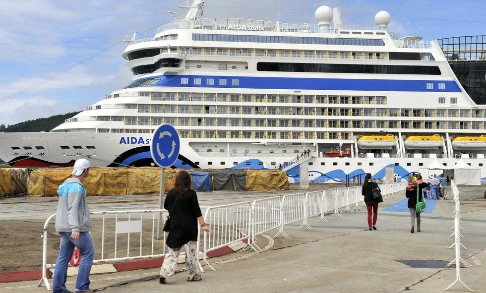Los cruceros de la naviera Aida son asiduos a los muelles ferrolanos.
