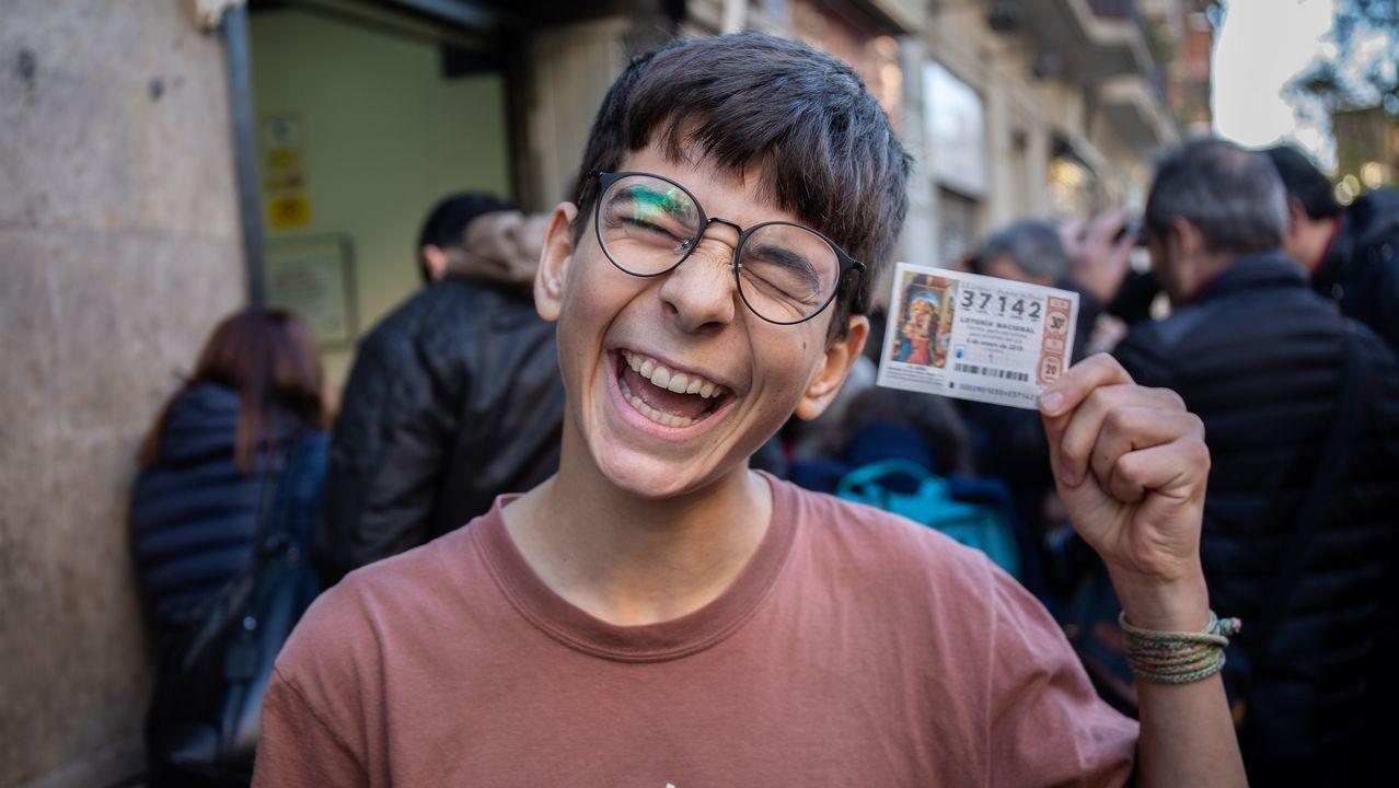 «¿Sabes qué me ha tocado en la Lotería? ¡200.000 euros!».| EFE