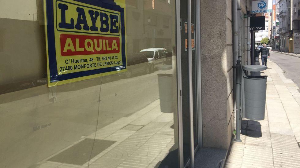 Lo que se cuece estos días en las bodegas de Ribeira Sacra.Uno de los bajos comerciales que permanecen cerrados desde hace meses en la calle Huertas