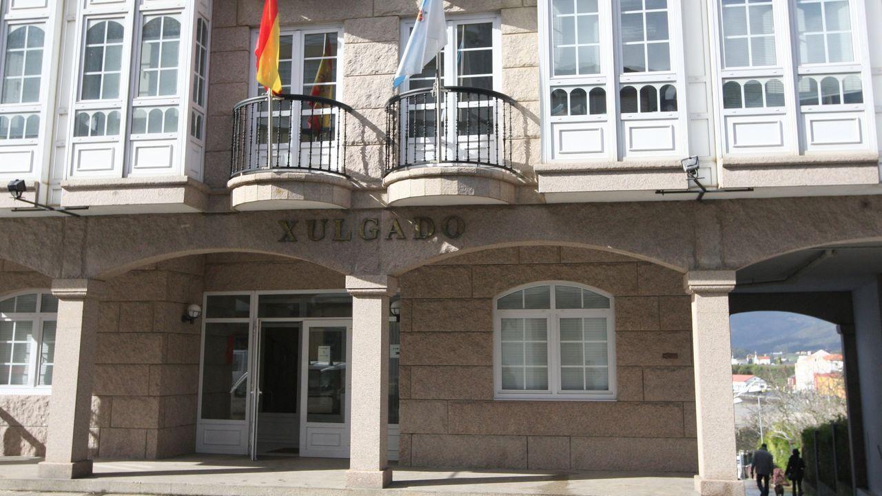 Así transcurre la jornada electoral del 12-J en Ferrol.Casa rural El Castaño Dormilón, en O Baleo, en Ortigueira