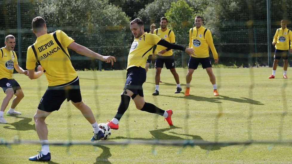 El Dépor ultima detalles a dos días de la final ante el Levante.Diego Quintela y Pablo Insua, en la presentación del campus.