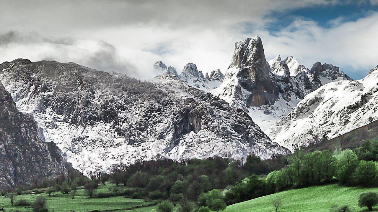 Los Picos de Europa desde el Pozo de la Oración