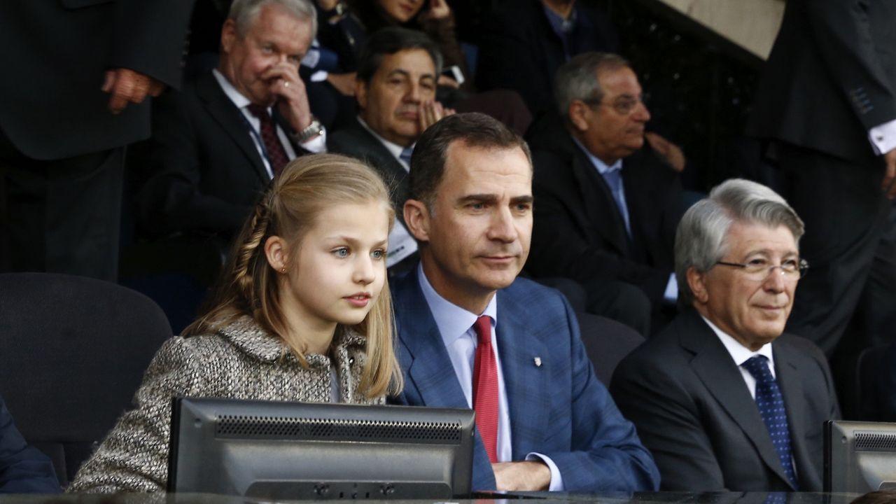 Felipe VI con su hija, la infanta Leonor, durante el partido entre el Atlético de Madrid y el Bayern de Munich de la Liga de Campeones en el 2016