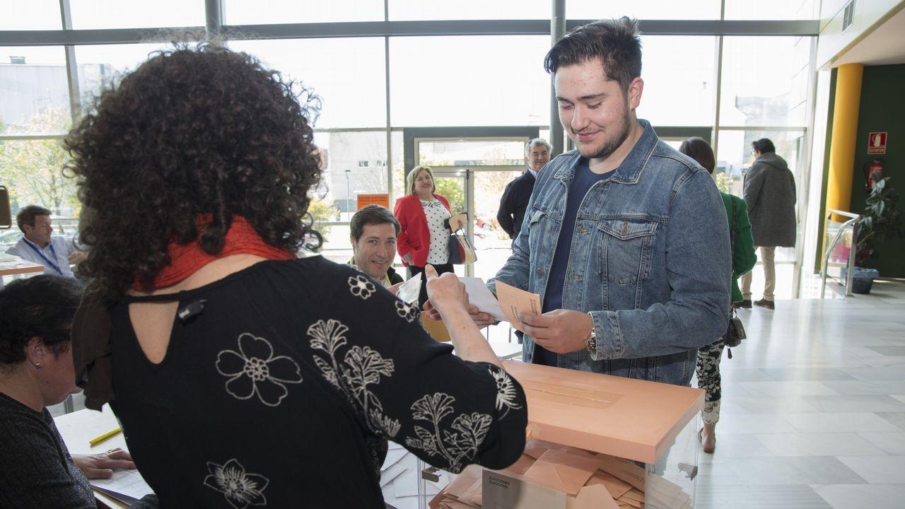 Las imágenes que dejan las Elecciones Generales en la Costa da Morte.Juan Ramón Sanjurjo será el presidente de la asociación que está dando los últimos pasos legales para su formalización