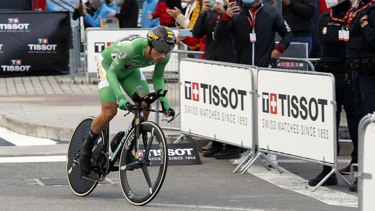 Las mejores imágenes de la etapa de La Vuelta entre Lugo y Ourense.El paso de la marcha por Dumbría dejó imágenes curiosas de la afición como esta
