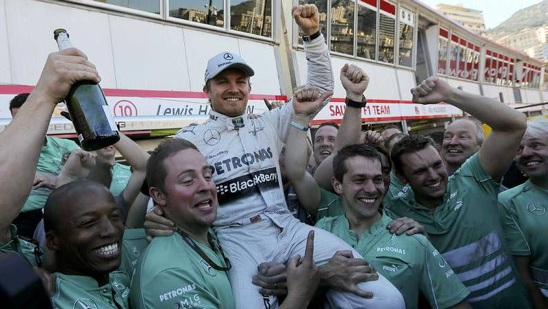 Accidentado G.P. de Gran Bretaña.Vettel, en el podio de Canadá