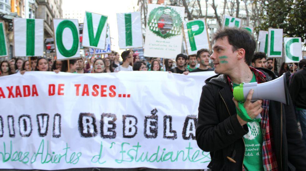 Manifestación multitudinaria contra la LOMCE.